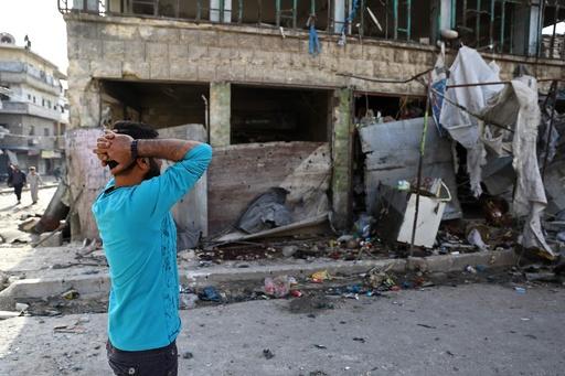 シリア政府軍の空爆で民間人23人死亡、市場も破壊