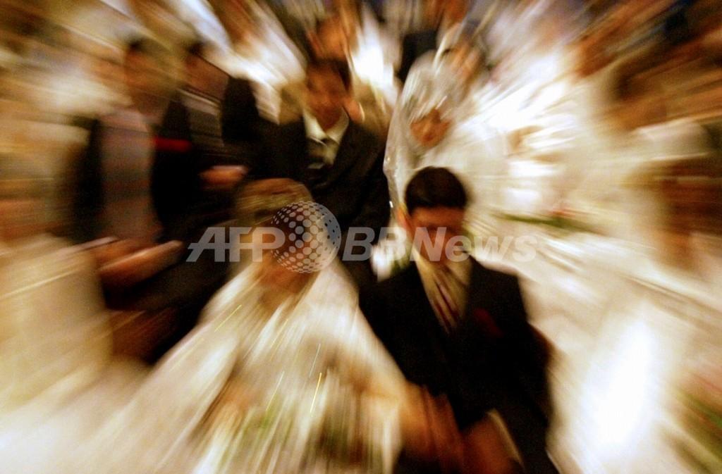 5人の男性と重婚した元モデルに執行猶予判決、英国