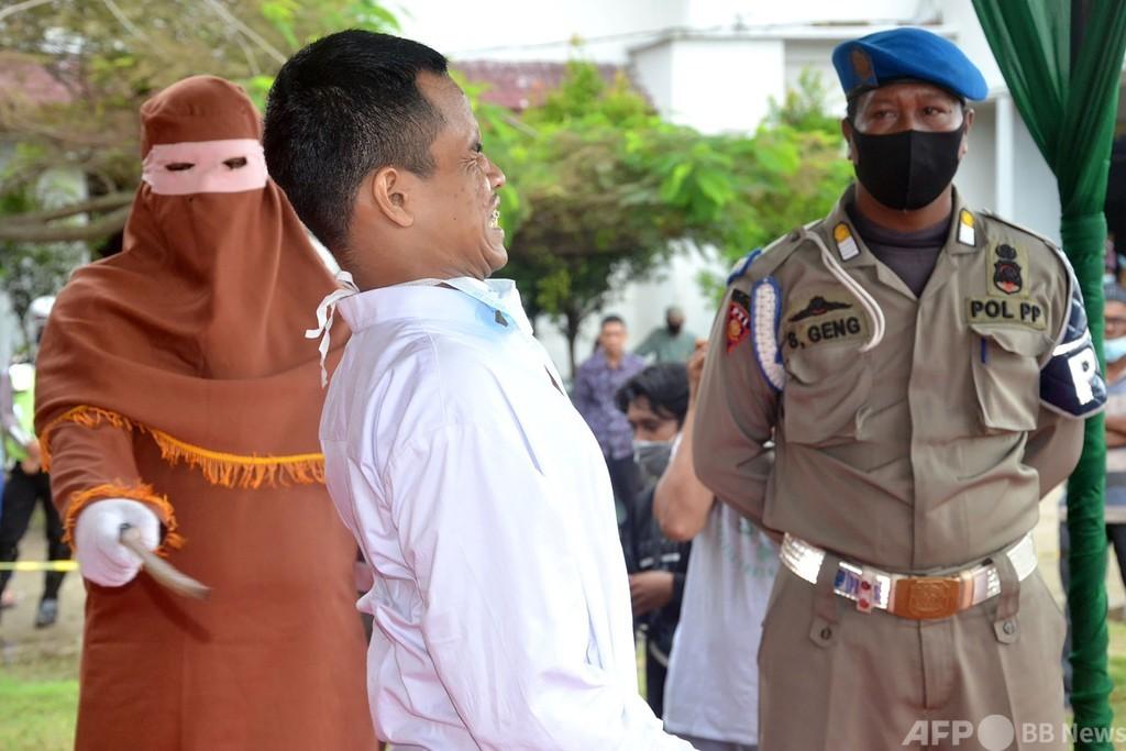 子どもをレイプした男にむち打ち146回 インドネシア・アチェ州