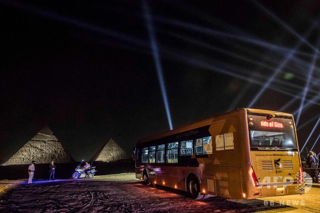 ギザの三大ピラミッド、電気バスの試験運用開始 再開発計画の一環