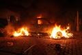 炎上する領事館内に取り残された駐リビア米国大使、死の真相は
