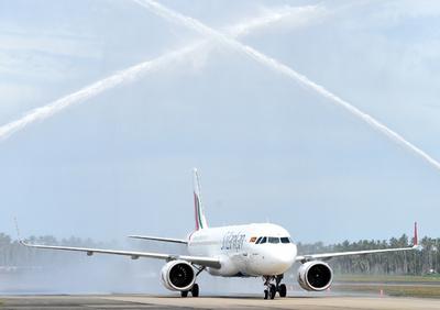 スリランカ航空機で携帯電話のバッテリーから出火、乗務員ら消し止める
