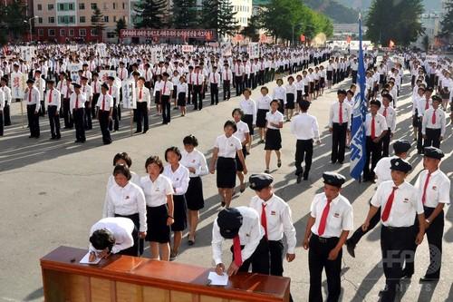 北朝鮮、軍入隊を「嘆願」 若者や学生が大行進 朝鮮中央通信