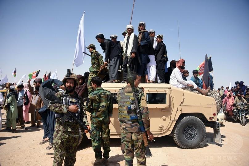 タリバン、道路建設キャンプ襲い...
