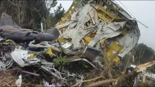 動画:11人死亡の小型機墜落現場 タンザニア