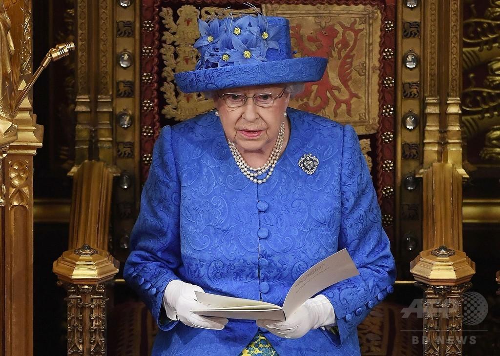 英女王の帽子がEU旗そっくり? 反ブレグジットのメッセージかと話題