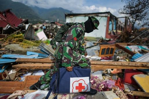 スラウェシ島地震・津波、遺体の腐敗で衛生上の懸念 死者は1571人に