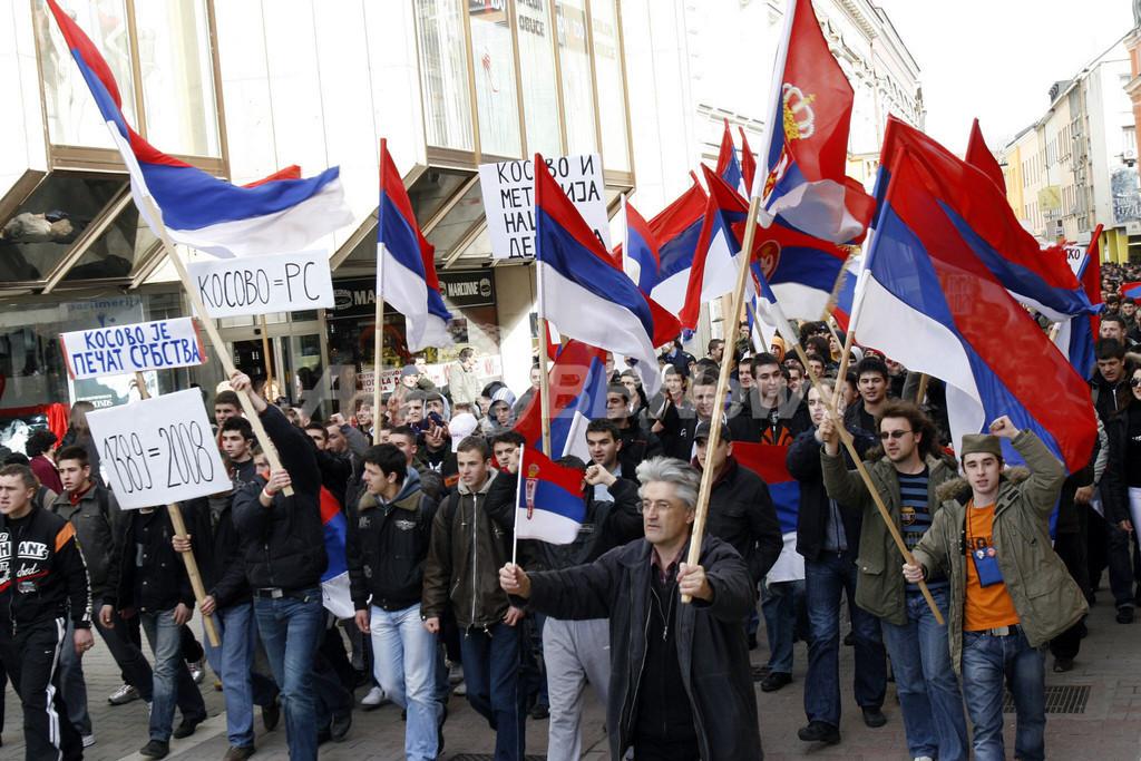 コソボ独立反対の市民、セルビア南部とコソボ自治州境界の検問所に放火