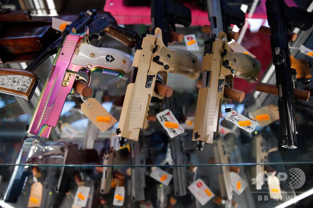 スイス国民投票、EUの制度に合わせた銃規制強化を可決
