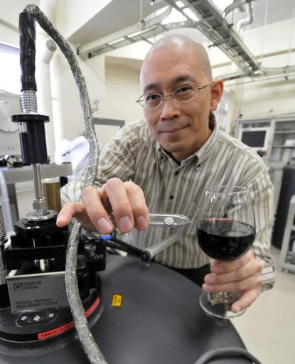 赤ワインが超伝導の未来を開く? 日本の研究者の思いつきが大発見に