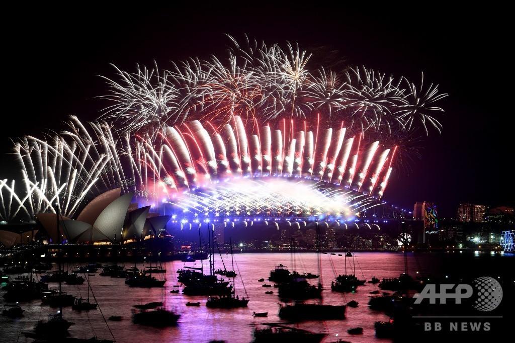豪シドニー新年の花火、26万人が中止求めるも予定通り開催へ