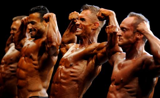 鍛え上げた肉体美競う、ブルガリアでボディビル大会