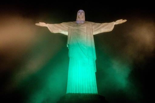 リオ五輪まであと100日、各地でライトアップ 聖火はブラジルへ