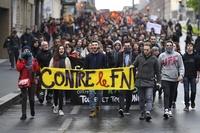 「マクロンでもルペンでもない!」 仏各地でデモ、機動隊と衝突も