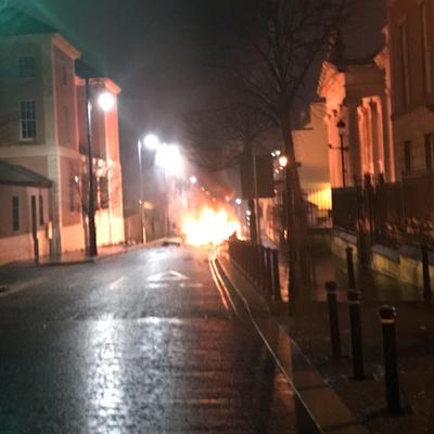 北アイルランドで車爆発 「新IRA」の犯行か
