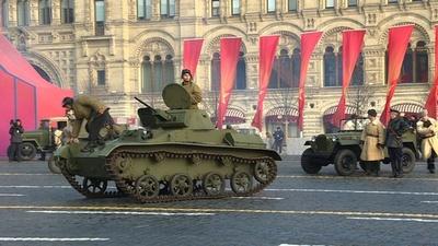 動画:ロシア、1941年の歴史的軍事パレードを再現 77年祝う