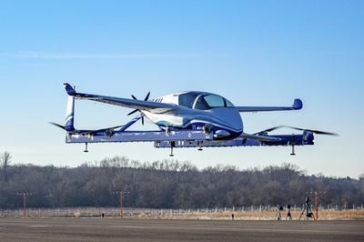 米ボーイング、「空飛ぶ車」試作機の試験飛行に成功