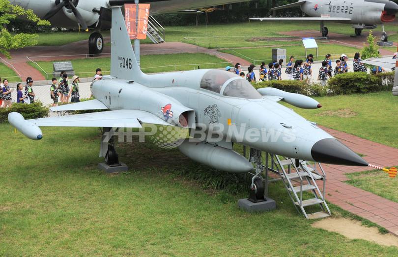 韓国空軍のF-5戦闘機、海に墜落 2人死亡
