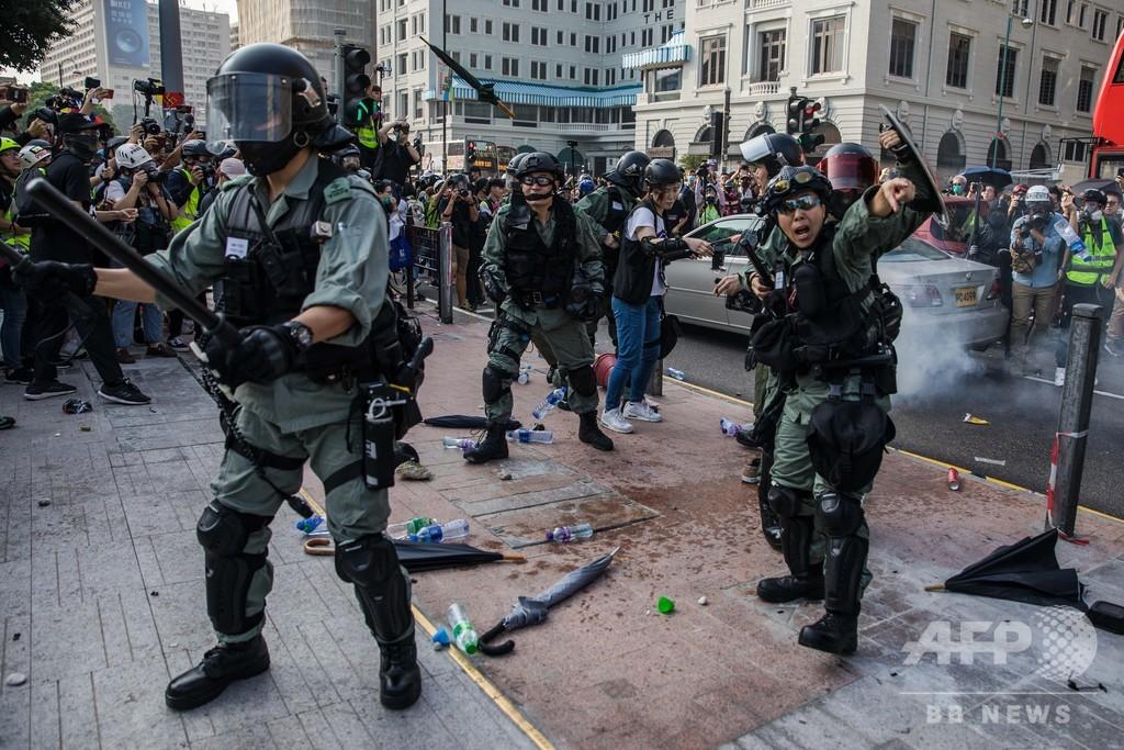香港デモ、観光名所で衝突 10代参加者「遺書置いてきた」
