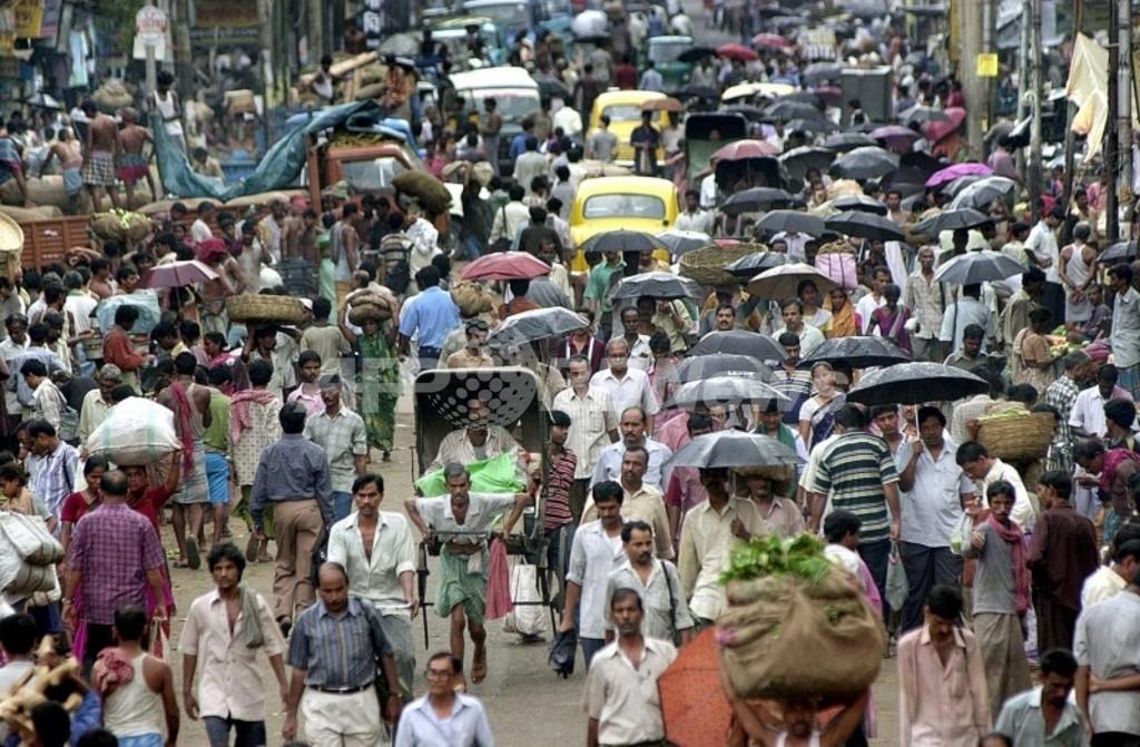 人口抑制の妙案は深夜のテレビ?インド閣僚