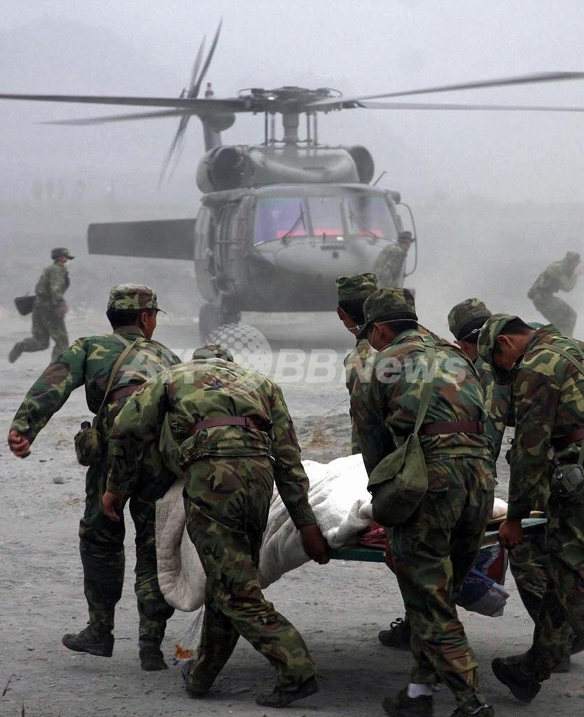 四川大地震、負傷者を乗せた救助ヘリが墜落