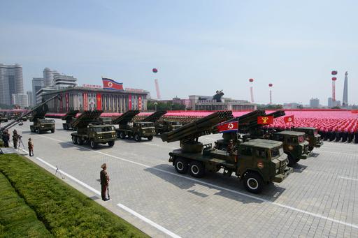 北朝鮮がロケット砲7発、米韓演習に対抗か