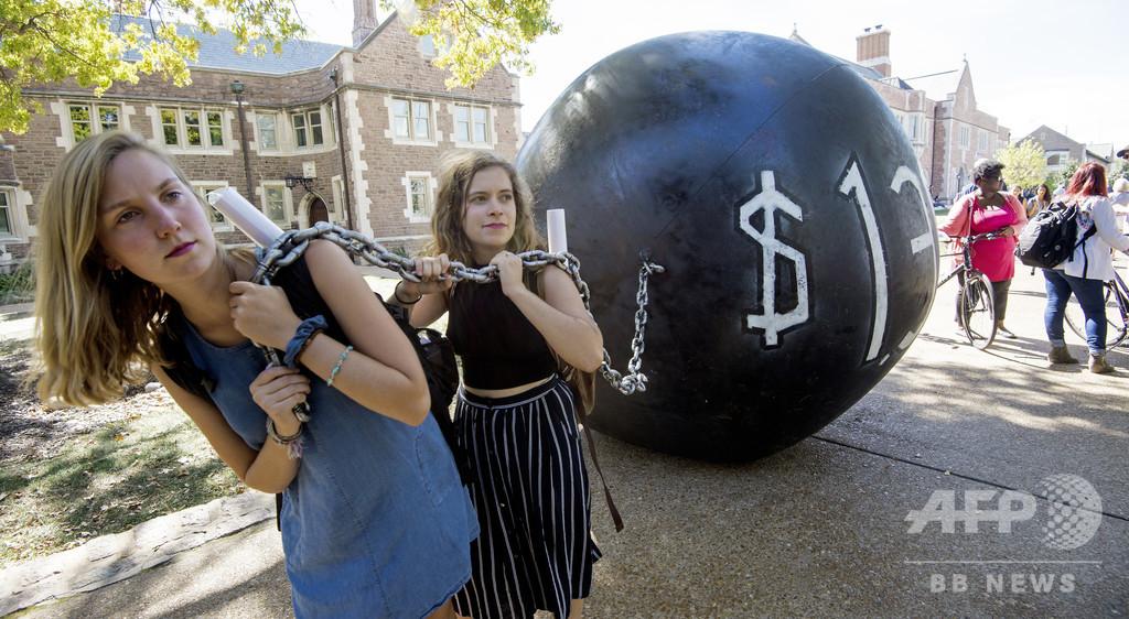 学費ローンは出世払いで、米国の学生が頼る新システム