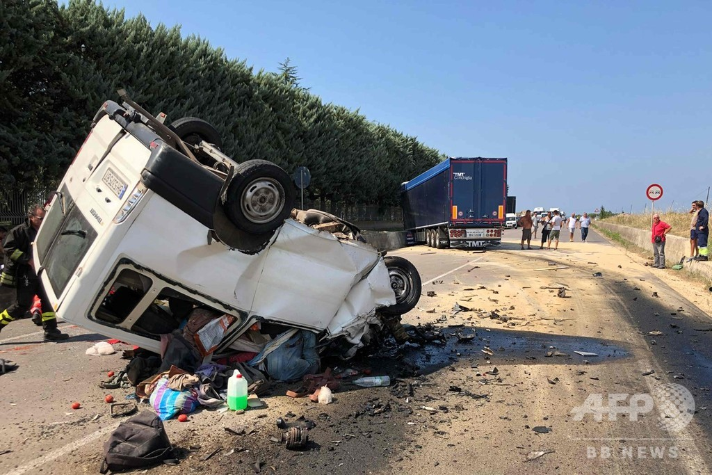 イタリア、トマト収穫する外国人労働者の窮状 交通事故相次ぎ16人死亡