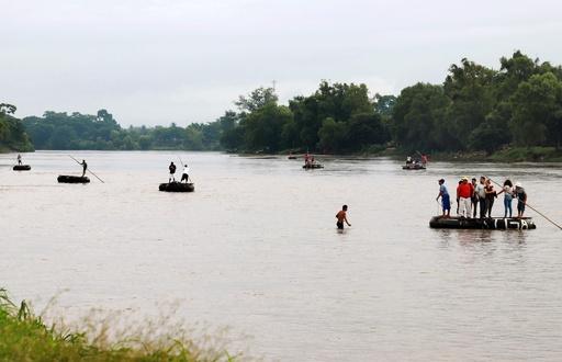水死した移民親子の写真に衝撃と怒り、米・メキシコ国境