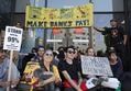デモで閉鎖の米オークランド港、業務再開