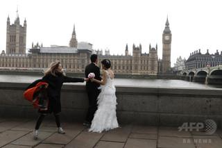 花嫁の遅刻にうんざり!英牧師、結婚式の遅れに罰金