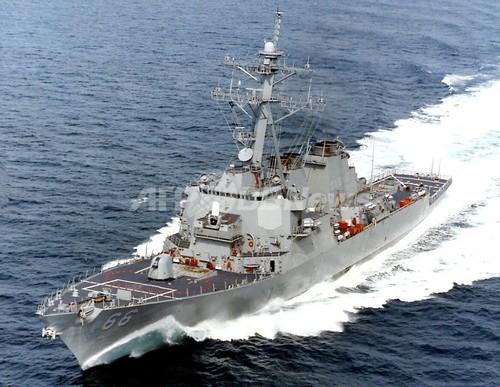 ソマリア沖、海賊に乗っ取られた日本のタンカーを米海軍が包囲