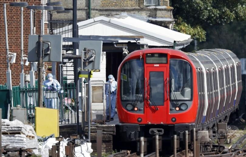 英地下鉄爆発、18歳男の逮捕に続き家宅捜索 容疑者複数の恐れ