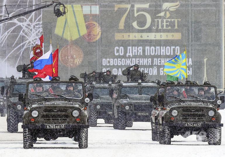 レニングラード解放75周年、プーチン氏「不屈の精神」たたえる
