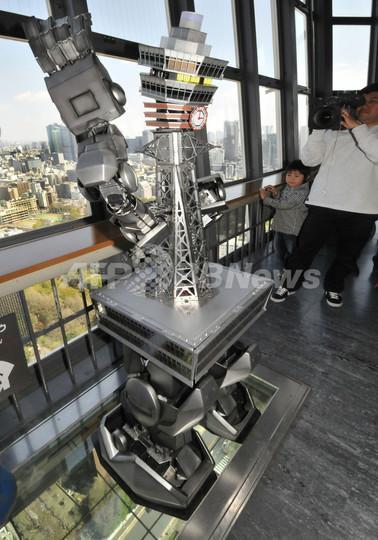 通天閣ロボ、東京タワーに参上