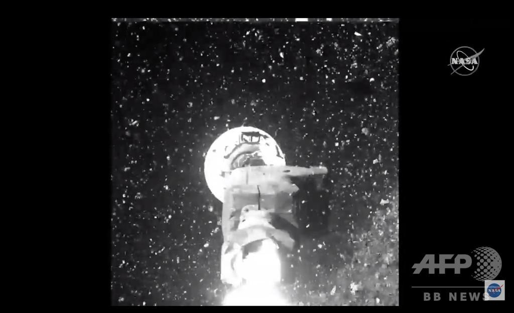 小惑星ベンヌ地表でのサンプル採取「うまくいった」 NASAが画像公開