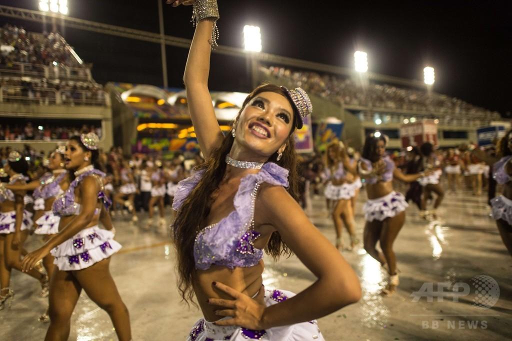 震災の傷を癒やしたサンバ、リオで踊る日本人ダンサー