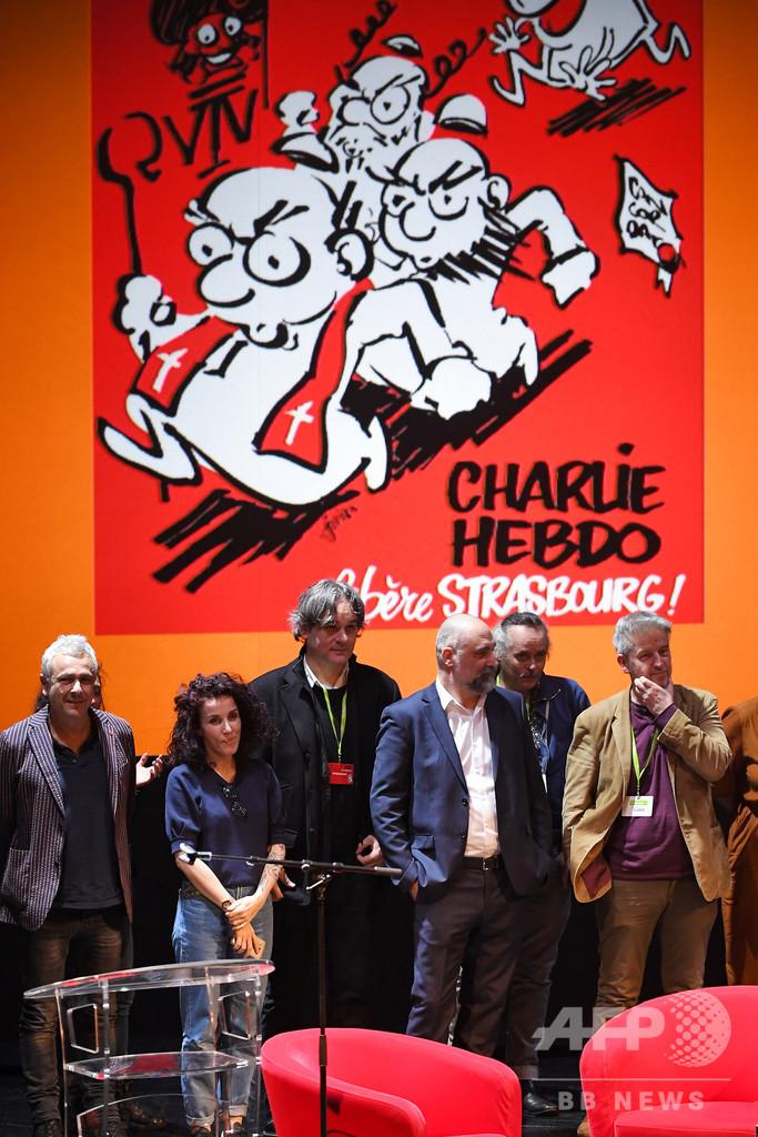 仏紙シャルリー、対テロ作戦中の仏軍ヘリ事故を風刺し怒り招く