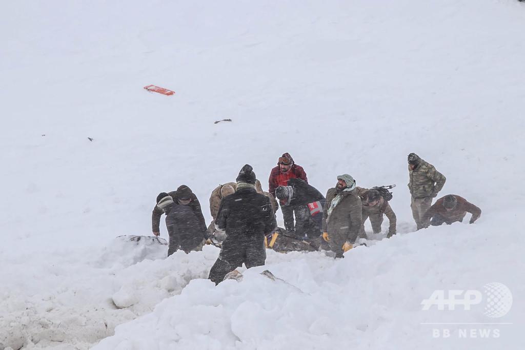 トルコ東部で2度の雪崩 38人死亡 救助隊員も犠牲