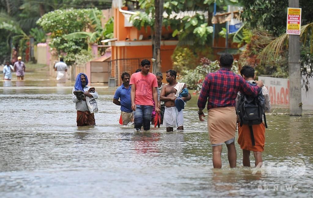インド・ケララ州の大洪水、避難者が100万人超える