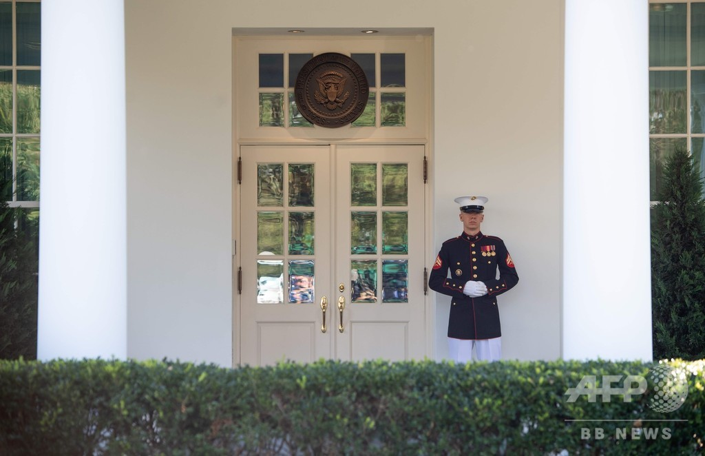 トランプ氏、大統領執務室に復帰 コロナ感染は「神からの恵み」