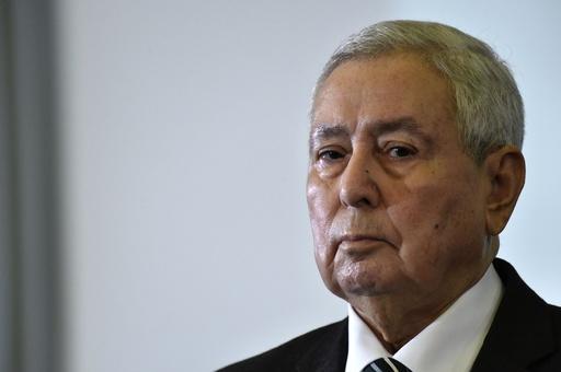 大統領辞任のアルジェリア、ベンサラ国民評議会議長が暫定大統領に