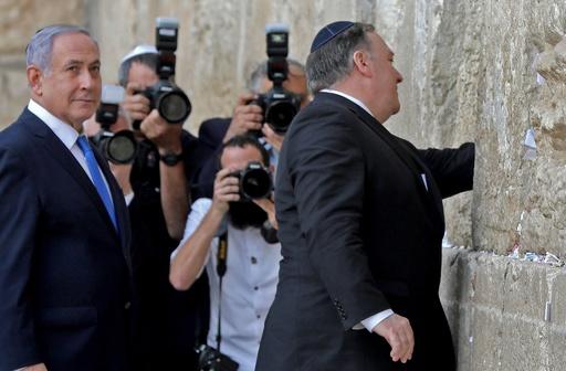 ポンペオ米国務長官、イスラエル首相と共に「嘆きの壁」訪問