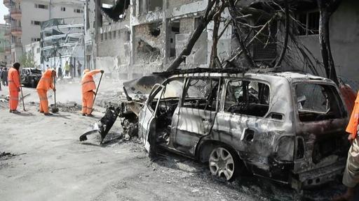 動画:副大統領候補の事務所襲撃で20人死亡、アフガニスタン大統領選初日 現場の映像