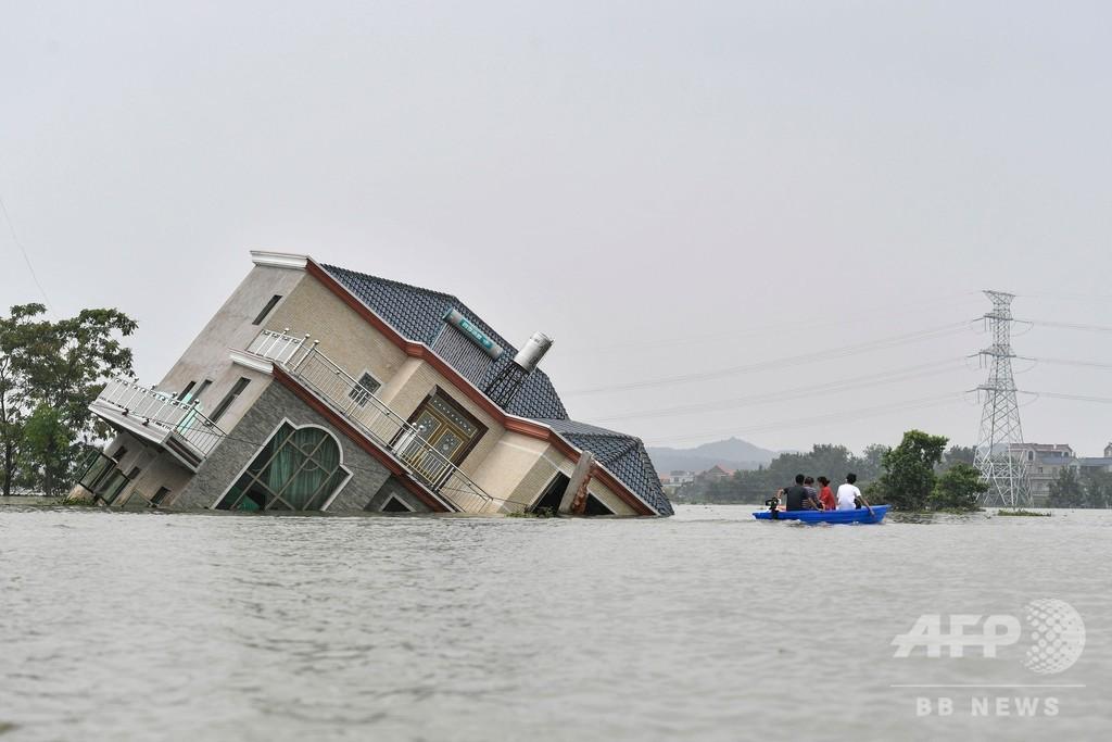 記録的豪雨の中国、長江流域で洪水の影響続く