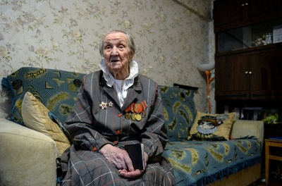 ロシア革命勃発の年に生まれた100歳女性 激動の1世紀を振り返る