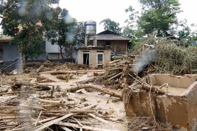 台風9号による洪水で19人死亡、ベトナム北部