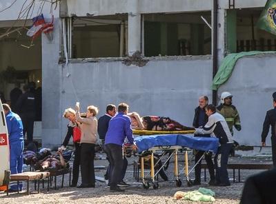 クリミア半島で学生が学校銃撃、死者18人 教師に恨みか