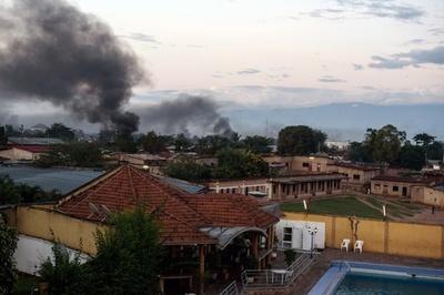 クーデター発生のブルンジ、首都で兵士らが激しい戦闘