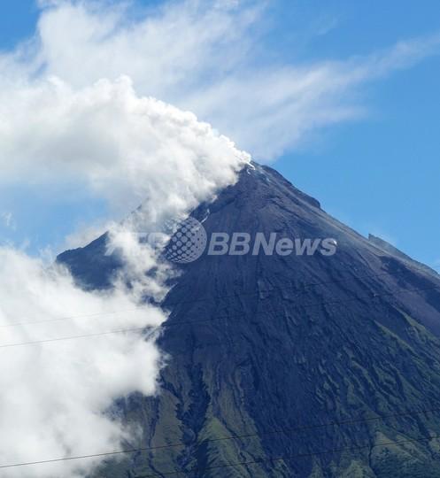 フィリピンのマヨン山が噴火、登山客ら5人死亡か